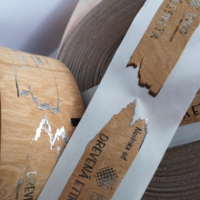 Samolepiace drevené etikety